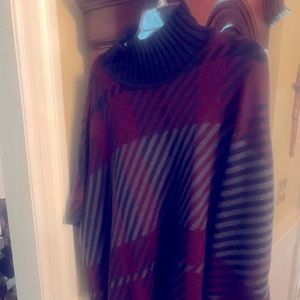 Beautiful knit cape, perfect for Fall days!